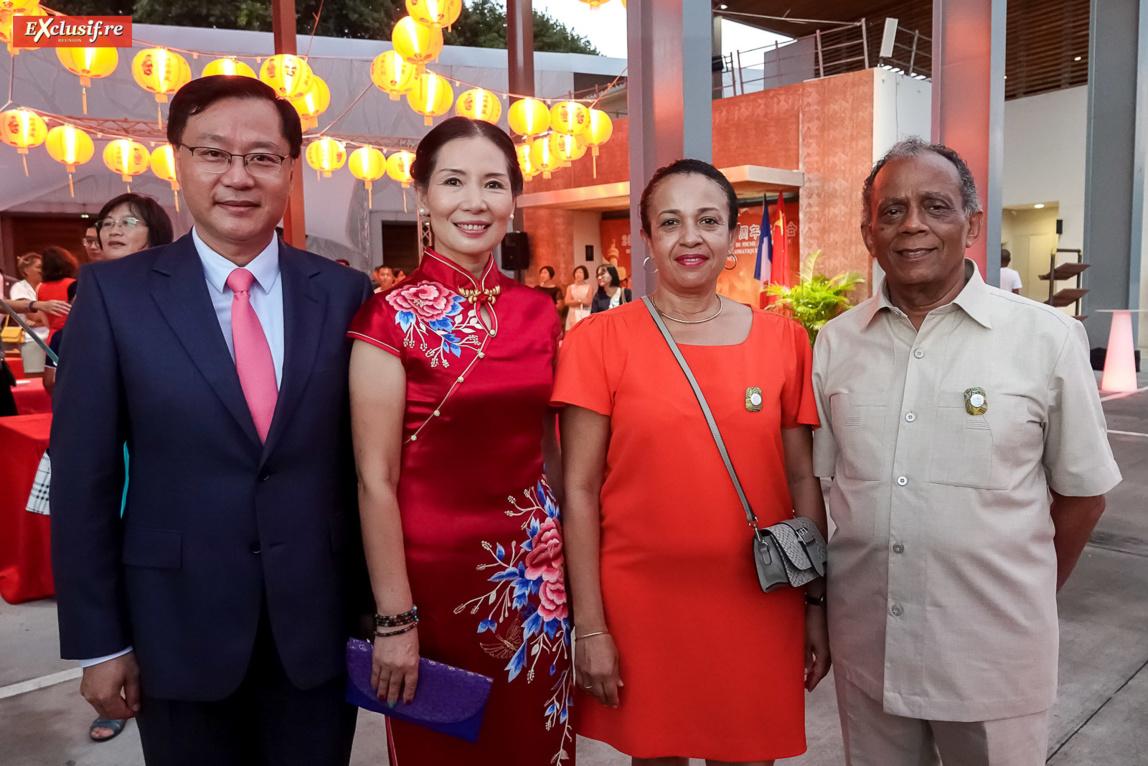 Chen Zhihong, Consul Général de la République populaire de Chine à La Réunion, son épouse Chen Zhihong, avec Gilbert Annette, maire de Saint-Denis, et son épouse Odile
