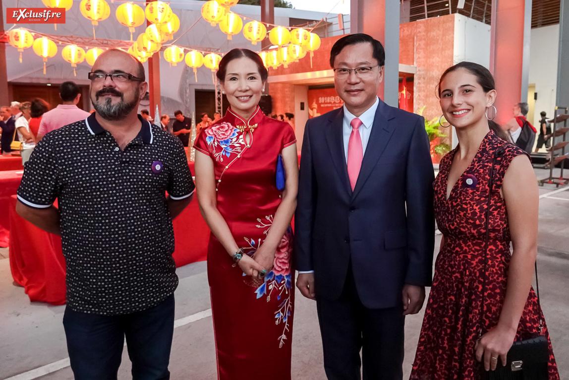 David Léon Gimenez, vice-consul honoraire d'Espagne, Dong Zhijiao, son époux Chen Zhihong, Consul Général de la République populaire de Chine à La Réunion, et Inès Leon Gimenez, fille du vice-consul