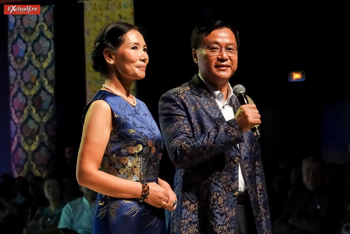Dong Zhijiao, et son époux Chen Zhihong sur scène