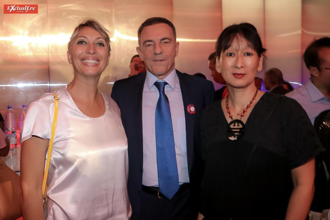Stéphanie Martimort, du LUX Saint-Gilles, Jean-Marc Grazzini, directeur commercial Air Austral, et madame Allane d'Air Austral