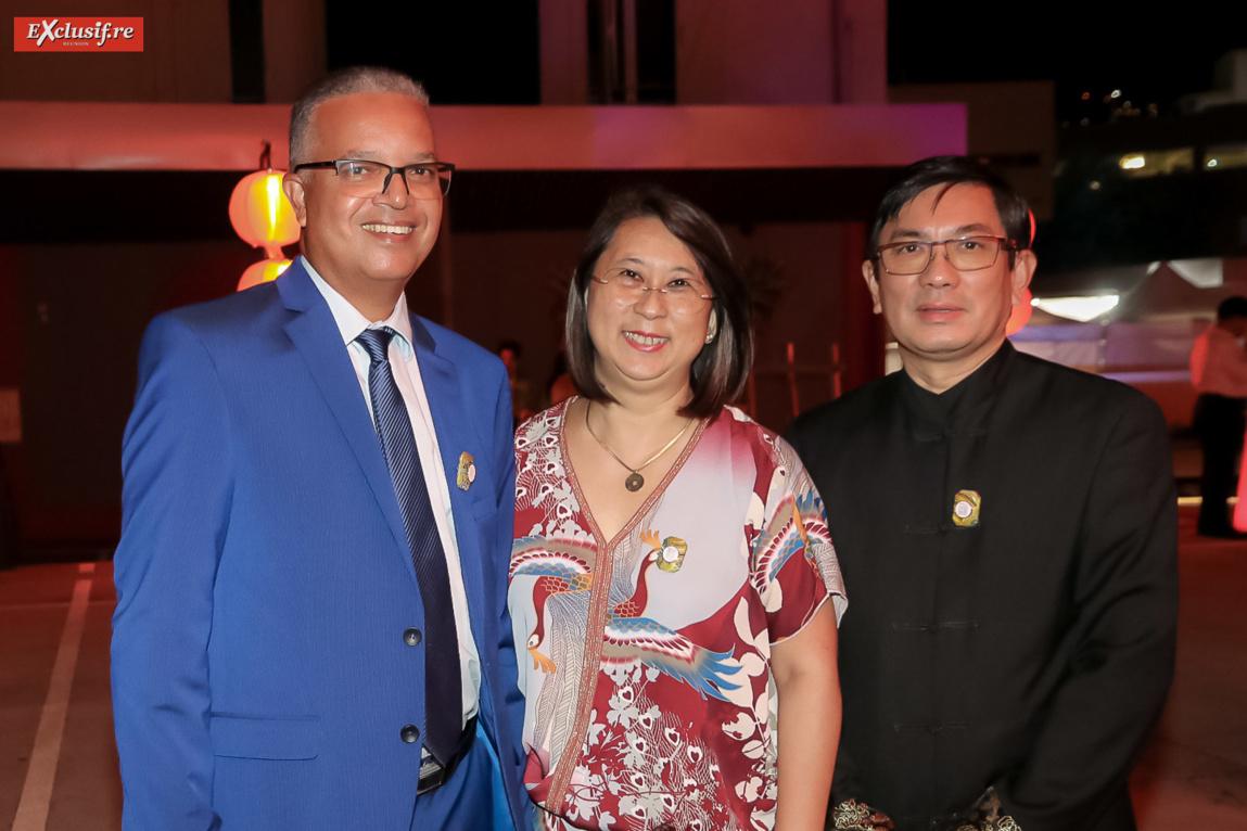 Cyrille Melchior, président du Conseil Départemental, Nathalie et Daniel Thiaw-Wing-Kaï, président de la Fédération des Associations Chinoises (FAC) de La Réunion