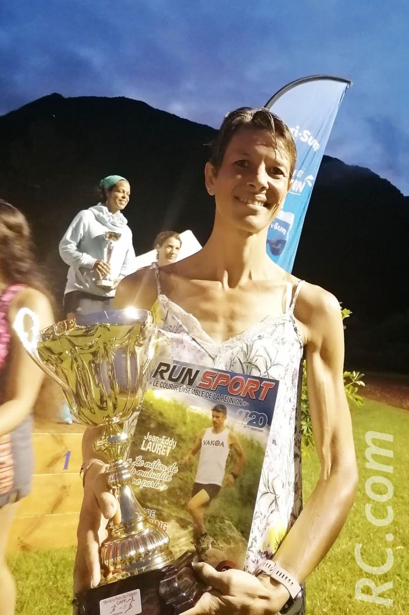 Spécaliste du 10 km et du semi-marathon, Anne Atia connaît bien le magazine et semble  l'apprécier