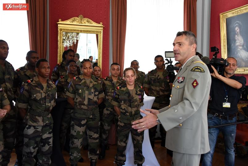Le général Thierry Laval, commandant le SMA, a accueilli la délégation dans les salons du ministère