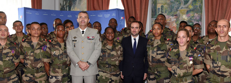 Une délégation du Service Militaire Adapté reçue au Ministère des Outre-mer avant le défilé du 14 juillet