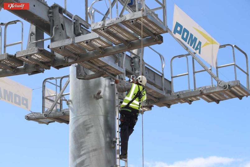 Le pylône est posé... Le lus haut pylône fait 36m de hauteur!