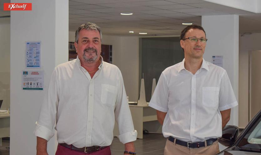 Jean-Charles Cotto, brand manager Opel Réunion, et Marc Bergeretti, directeur général du pôle auto du Groupe Caillé