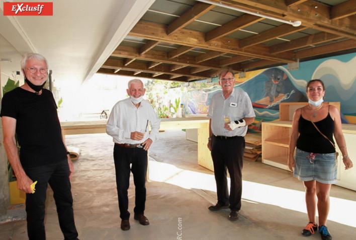 Christian Bertetto, Valère Lorion, invité, Jean Pihouée, architecte, et une employée de la mairie de Saint-Pierre