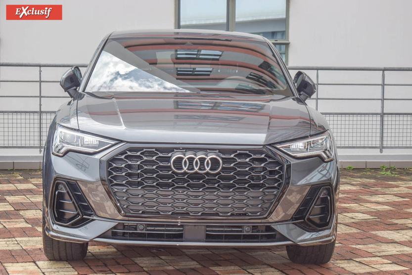 Cette Audi Q3 neuve venait d'arriver dans la concession quand on y était...