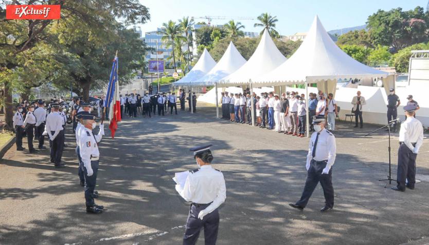 La cérémonie a eu lieu dans la cour du commissariat du Chaudron