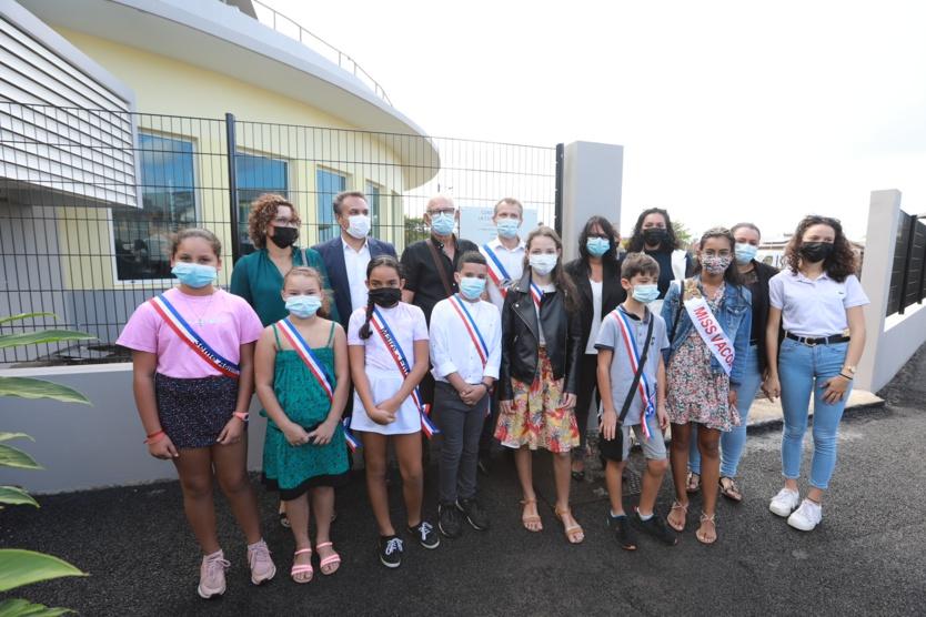 Saint-Philippe: inauguration cuisine centrale et centre aquatique
