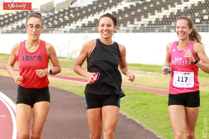 Emma Métro (en noir), Julie Avril (en rouge), et une autre athlète en plein échauffement