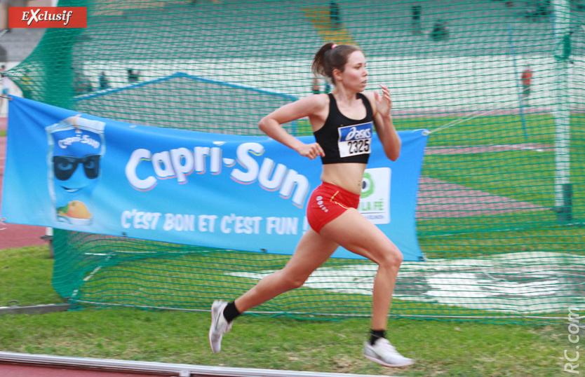 Charlotte Halle qui porte maintenant les couleurs de l'AC Bras-Panon, médaillée d'argent du 1500m