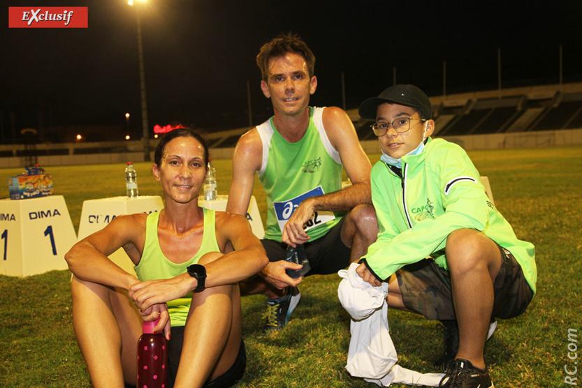 Médaillée d'or sur le 5000m, Frédérique Weigel félicitée par son mari Gislain et son fils Gurvan. L'athlétisme en famille.