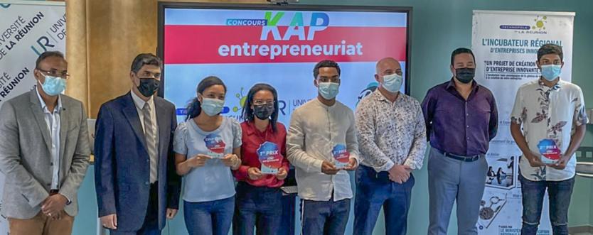 Les responsables présents avec les 4 gagnant.e.s Kap Entrepreunariat