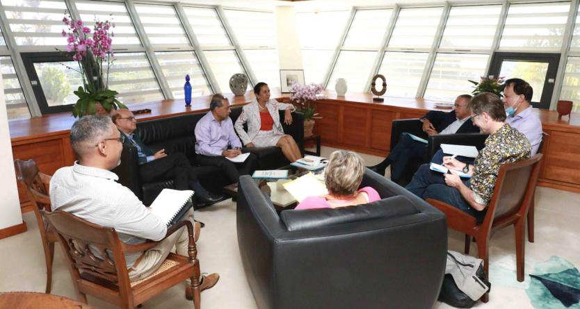 Une rencontre au sommet en présence de leurs proches collaborateurs