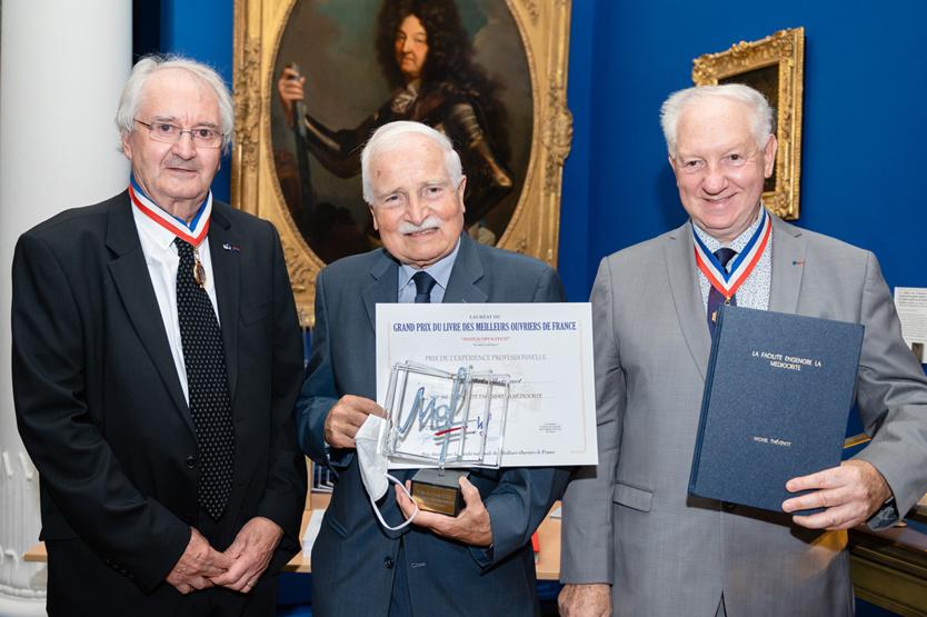 Le Prix de l'Expérience Professionnelle a été attribué à Michel Thévenot, MOF Mosaïque 1968, pour son livre «La Facilité engendre la médiocrité»