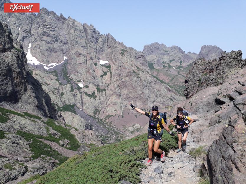 2ème jour, jour le plus long (15h de marche). Les jambes de Zagathe et Faby sont encore là, en direction du Monte Cinto, mont le plus haut de Corse, 2 706m d'altitude