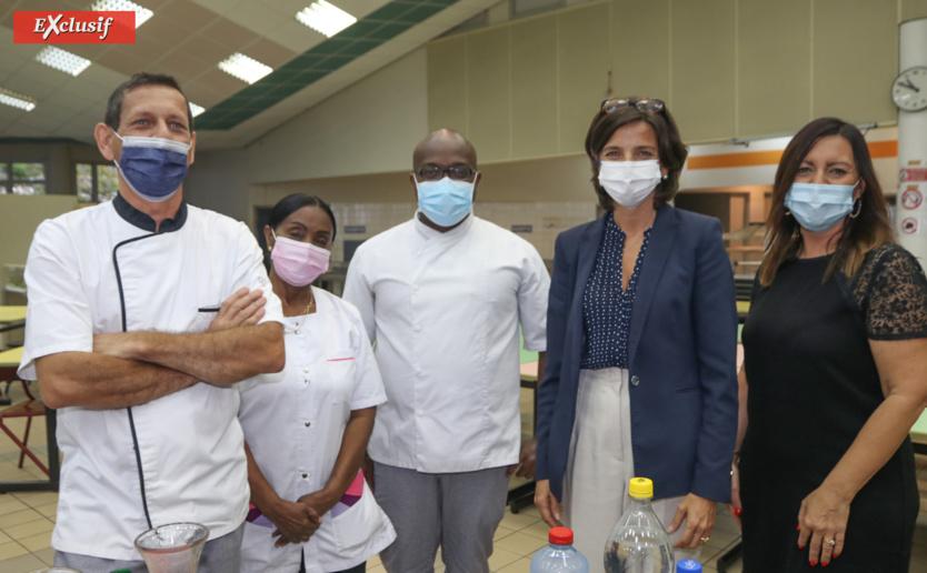 Nathalie Elimas avec le personnel du lycée