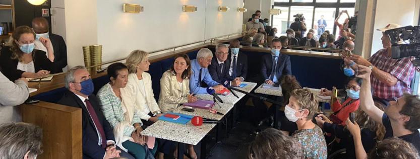 Conférence de presse des président.e.s de Région à Paris. Huguette Bello était placée entre Xavier Bertrand et Valérie Pécresse, deux candidats à la présidentielle de 2022