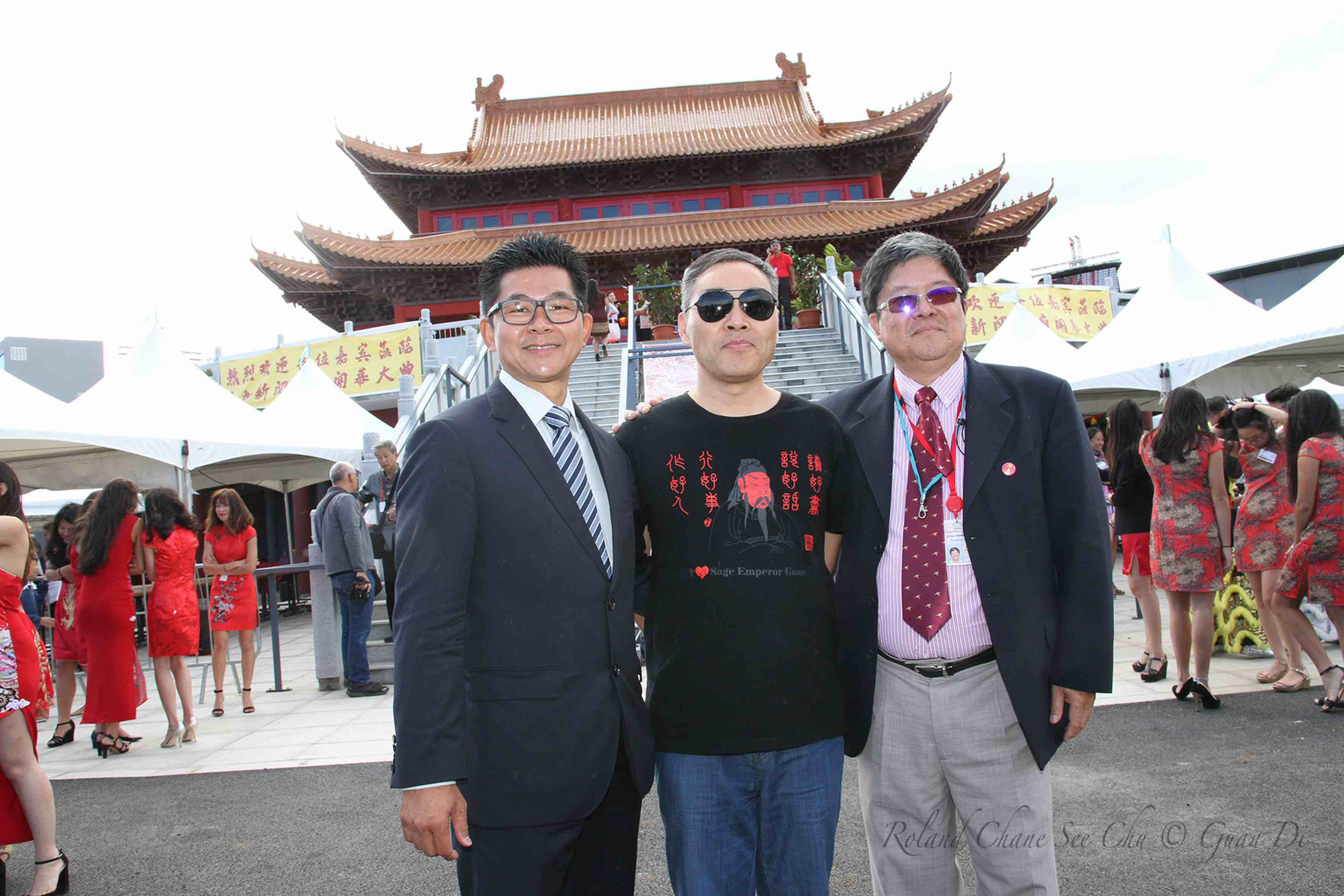 Marc Lu Yun, président de Guan Di Réunion, M. Guan, 59ème génération descendant de Guan Yu, venu spécialement de Chine, et Victor Chane-Nam, coordonnateur de Guan Di 2017 à Saint-Pierre