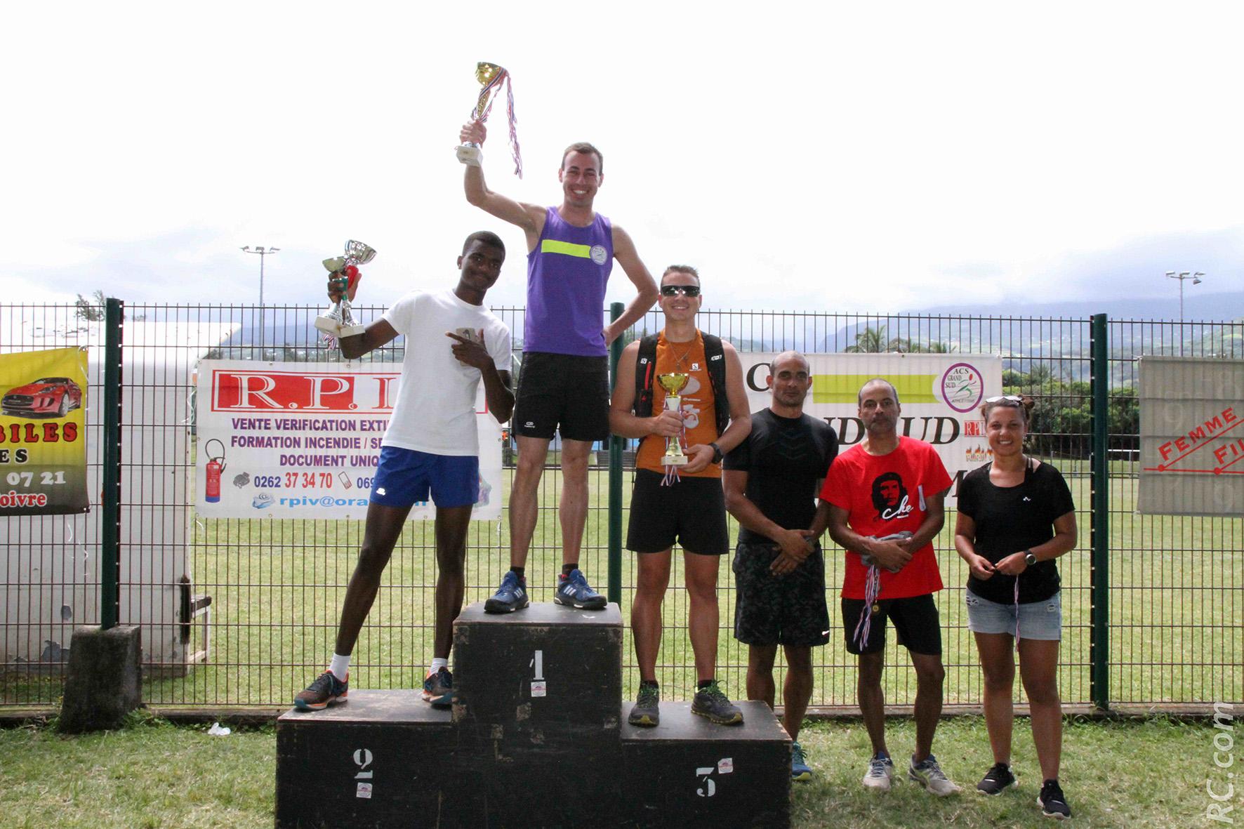 Les vainqueurs du semi-marathon relais.