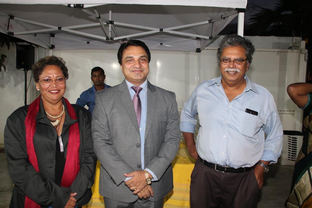 Nathalie Ragouvin, secrétaire Tamij Sangam, Docteur Selvam Chanemougame, président Tamij Sangam