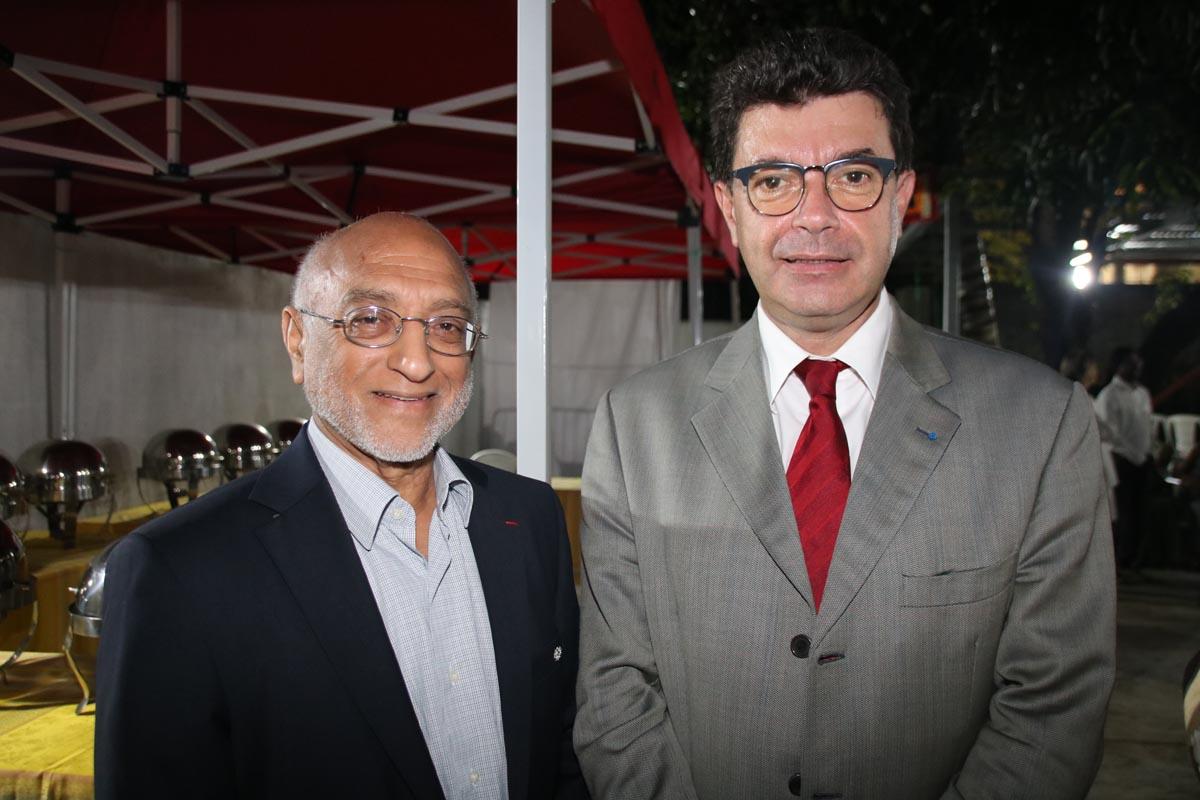 Houssen Amode, président de l'Association Musulmane de La Réunion, et Maurice Barate, secrétaire général de la Préfecture