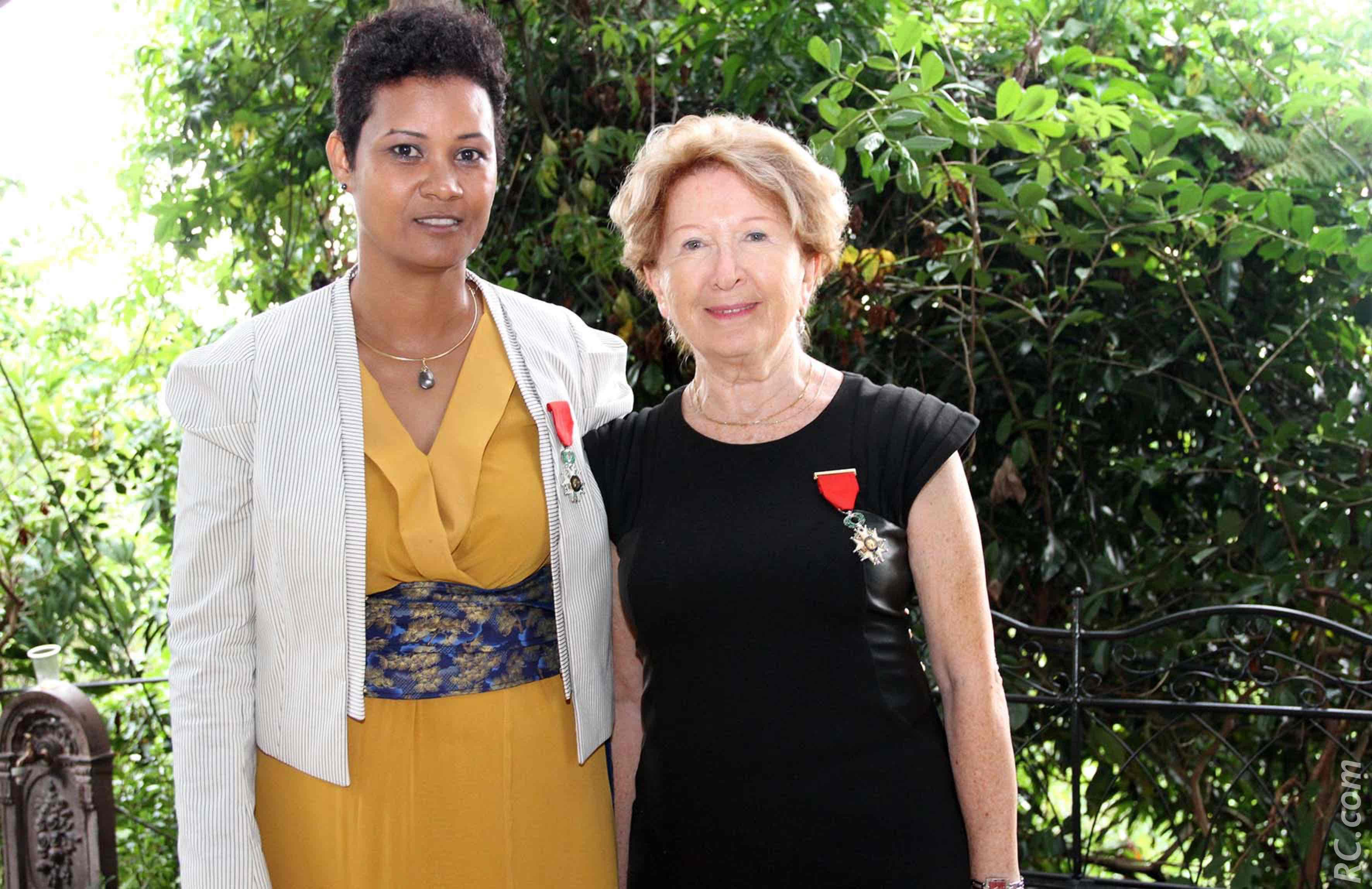 Florence Avaby et  Christine André, représentant la Société  des Membres de la Légion d'Honneur