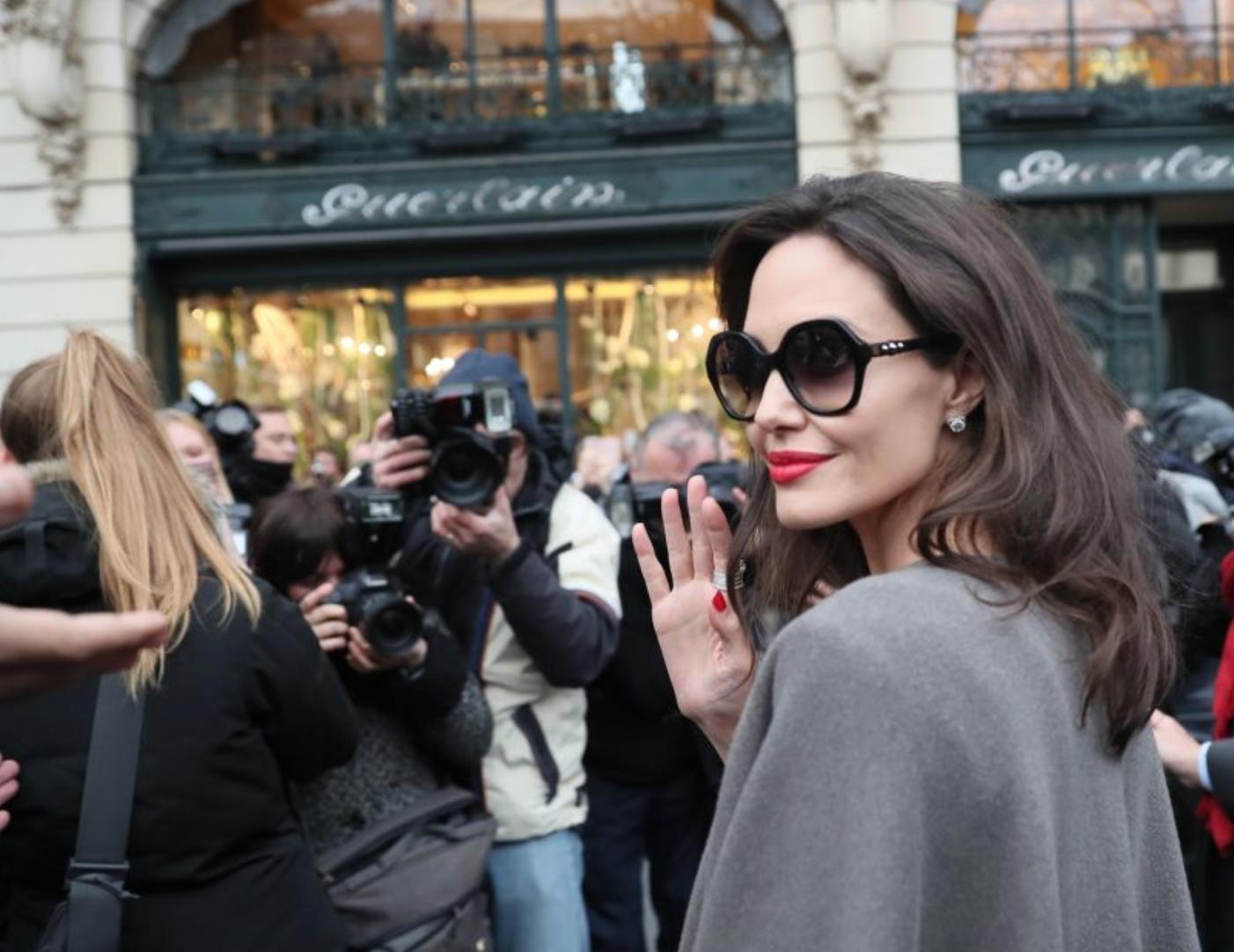 Angelina Jolie très attendue chez Guerlain