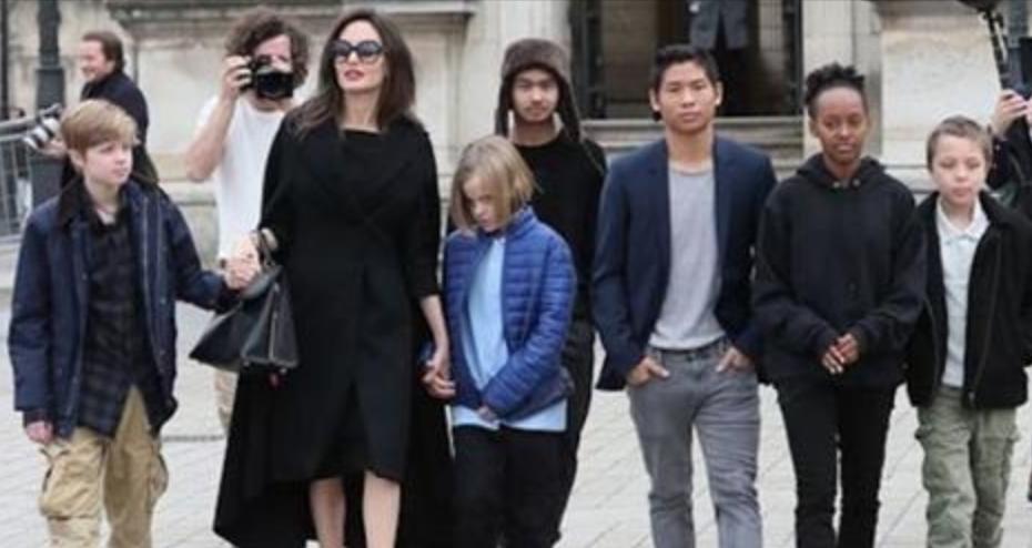 Angelina avec ses 6 enfants à Paris