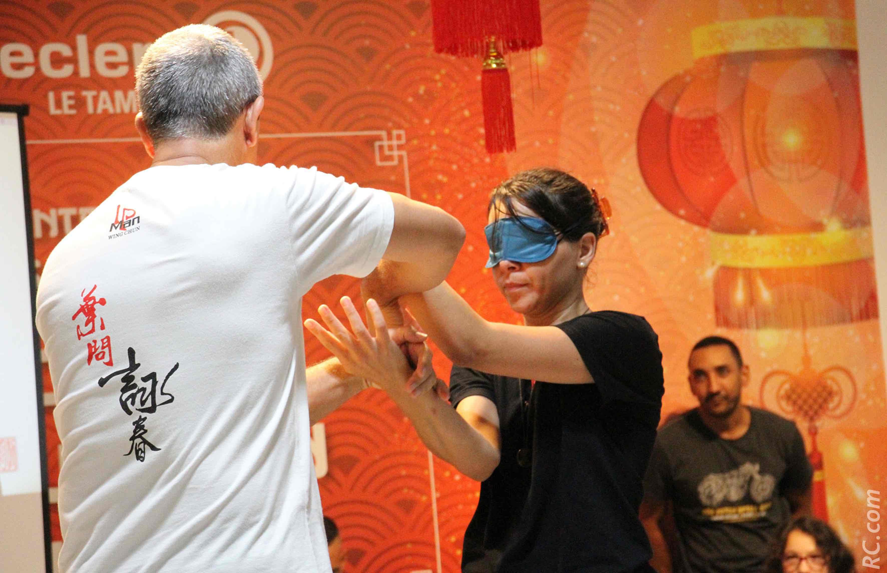 Le travail «à l'aveugle»v exécuté par Jena
