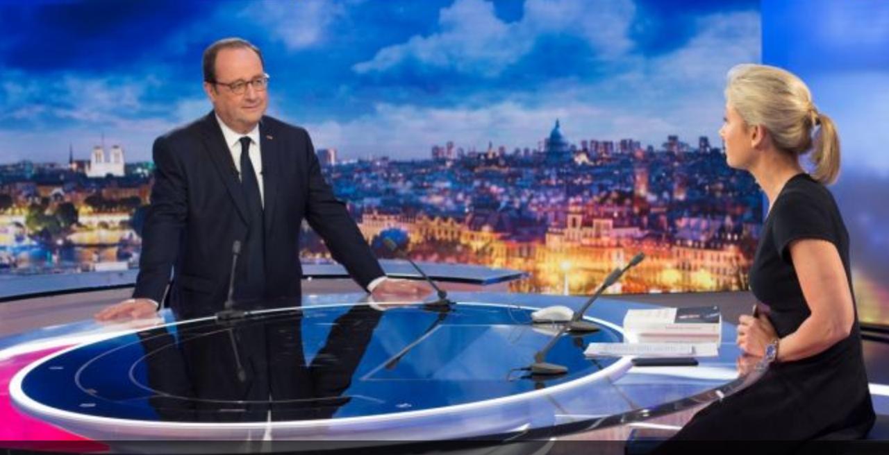 François Hollande, debout face à Anne-Sophie Lapix, et l'audience baissa...