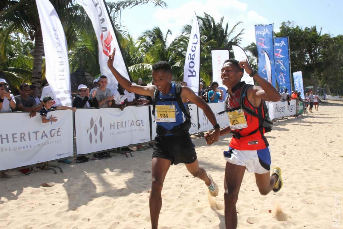 Les deux malgaches Rivosoa Hobilalaina Andrianirina  et Andriameidy Tojonirina termineront main dans la main à la 2ème et à la 3ème places des 55km