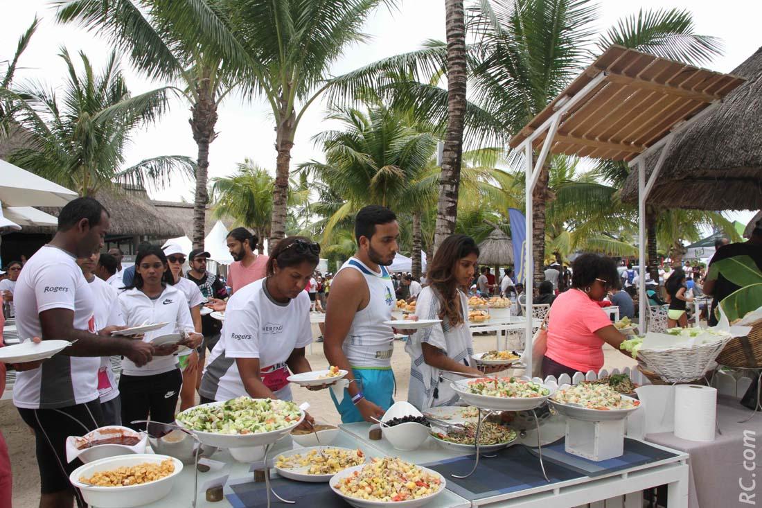 Pique-nique géant pour tous les participants au Beach-Club.