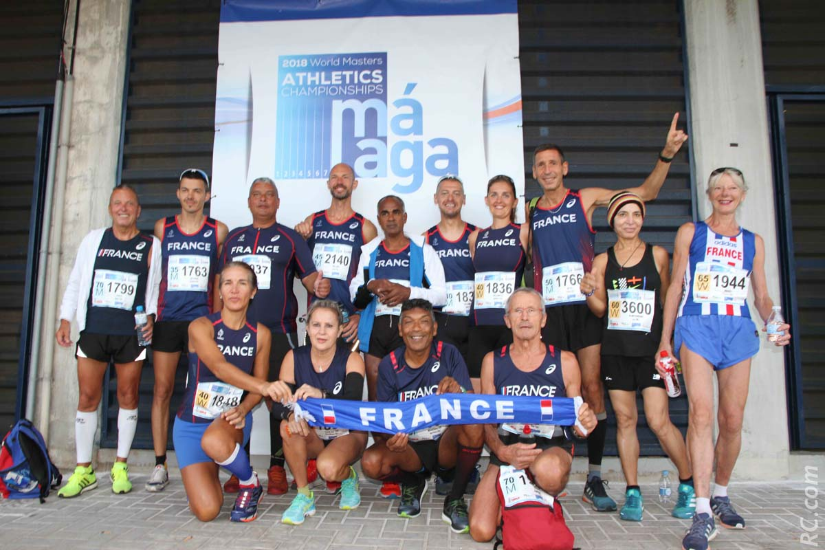 Des coureurs français réunis pour une belle photo-souvenir, avec nos représentants