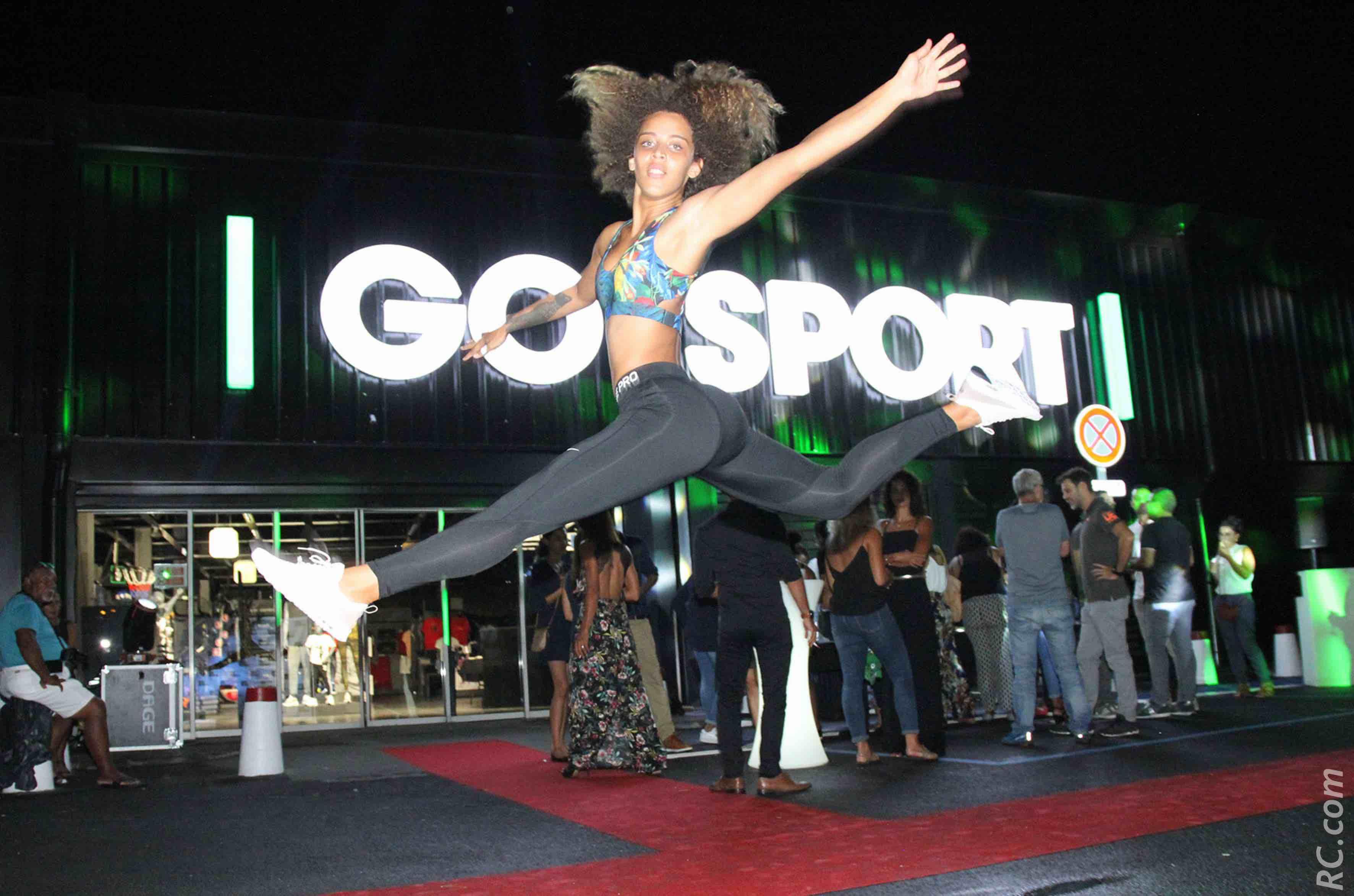 Le joli saut de Sarah à l'occasion de l'inauguration de Go Sport