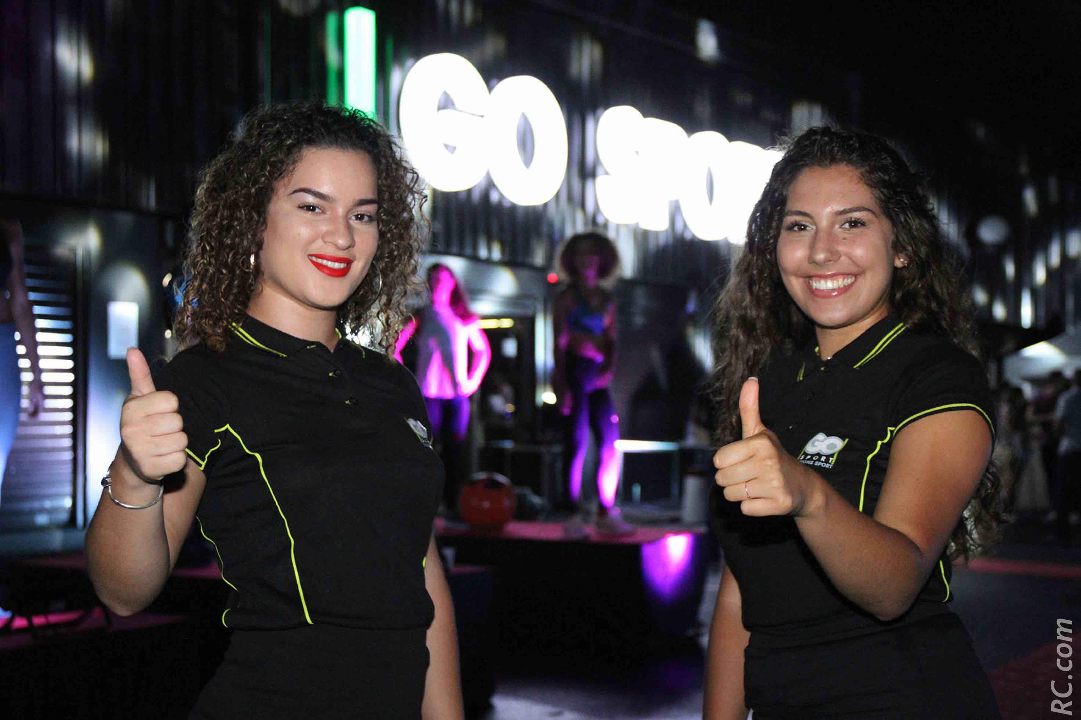 Les hôtesses de la soirée Lisa et Alizée ont accueilli les invités avec leur plus beau sourire