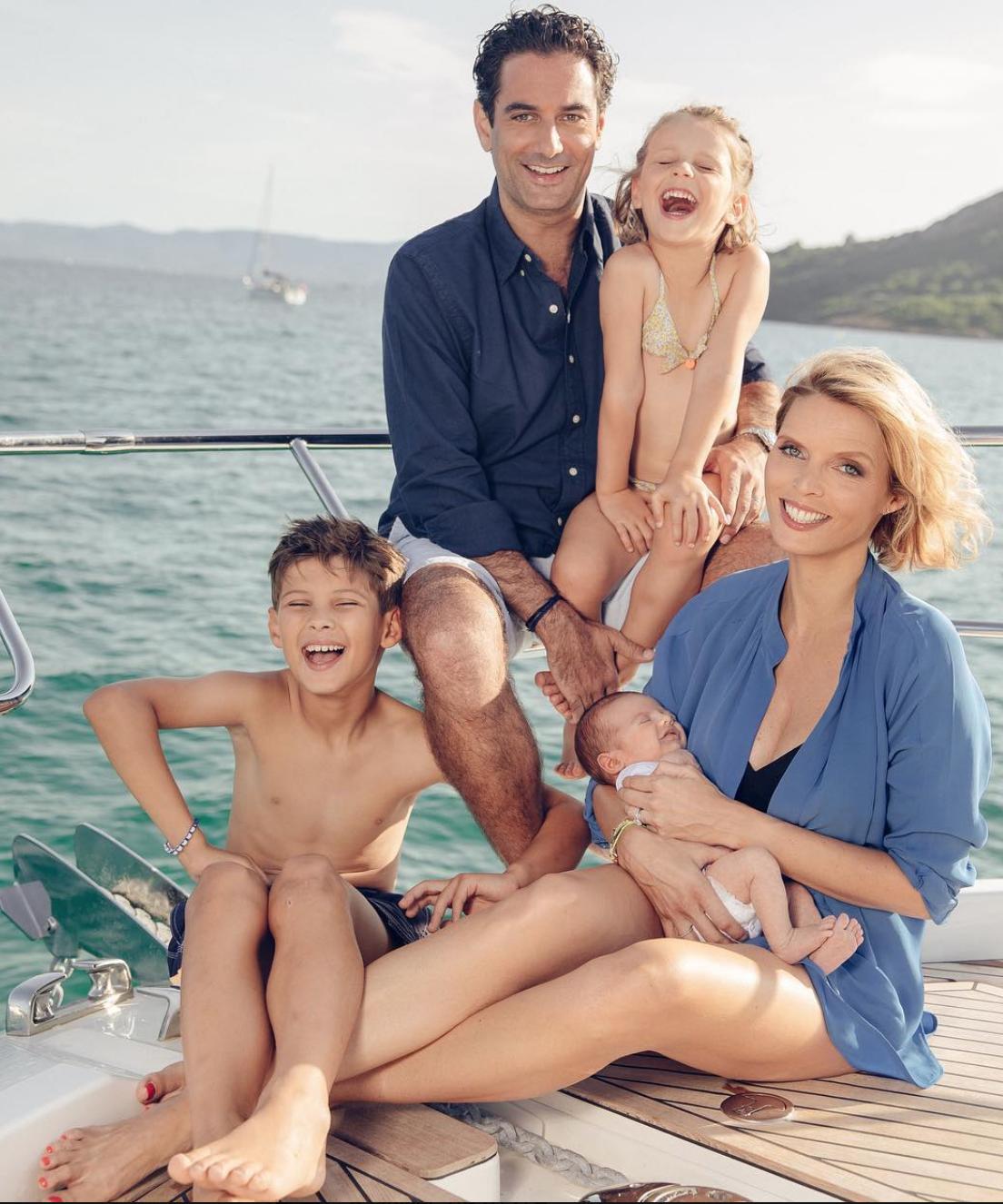 Sylvie Tellier avec son époux Laurent, Oscar, Margaux et Romeo: une belle famille!