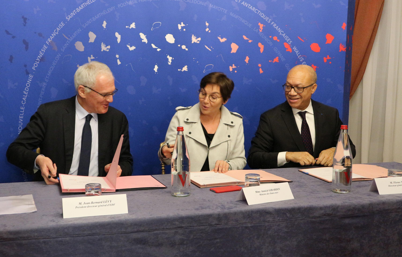 Jean-Bernard Lévy, président directeur général du Groupe EDF, Annick Girardin, Ministre des Outre-mer, et Florus Nestar, directeur général de LADOM
