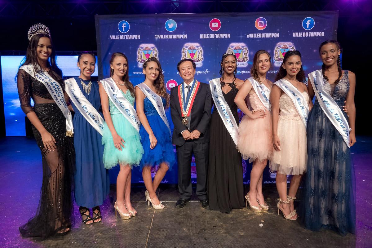 Avec Miss Ville du Tampon 2018 et ses dauphines, et également la dauphine Miss Plaine des Cafres 2018