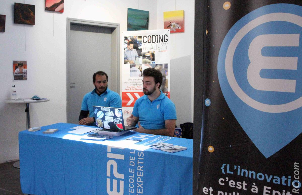 Epitech, spécialisé dans l'informatique, s'adresse notamment aux étudiants. Pour plus d'informations: http://codingclub.epitcech.eu/
