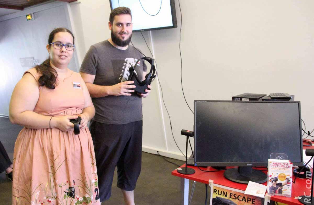 Alexandre et Emilie au stand «Réalité virtuelle» de Escape Games basé au 71 de la rue Ligne Paradis à Saint-Pierre