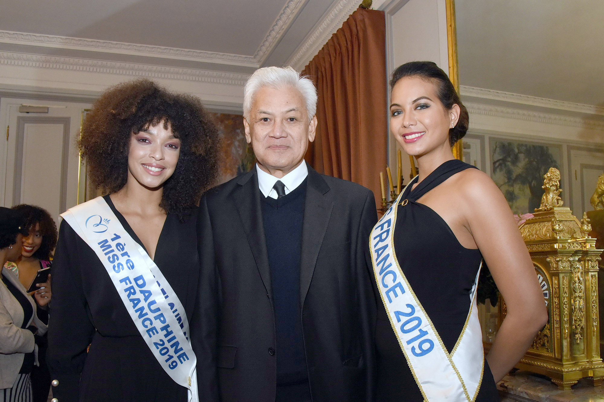 Rencontre de Maima Chaves, Miss France 2019, avec le sénateur de Wallis et Futuna, RobertLaufoaulu, avec Ophély Mézino (1ère Dauphine et Miss Guadeloupe 2019)..