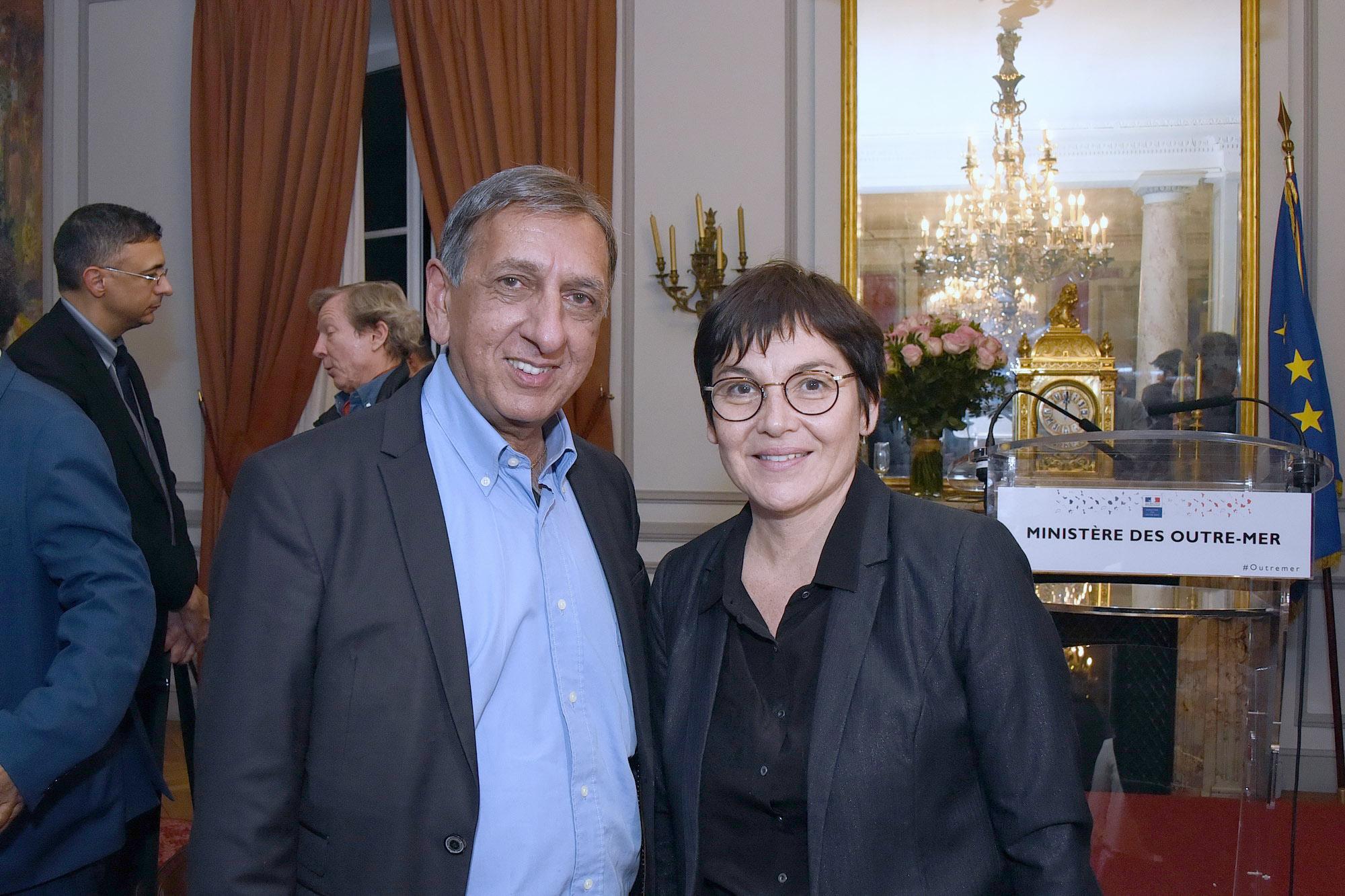 Aziz Patel et la Ministre Annick Girardin.
