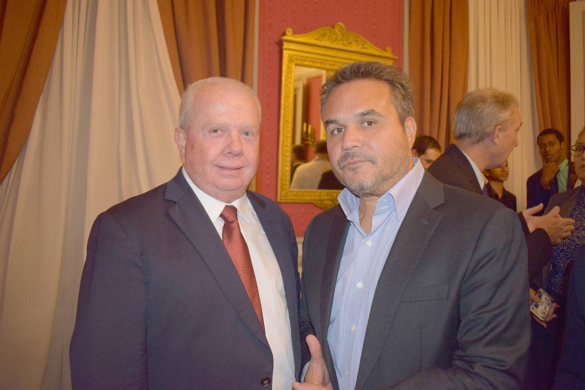 Michel Vergoz, maire de Sainte-Rose, et Didier Robert, président de la Région