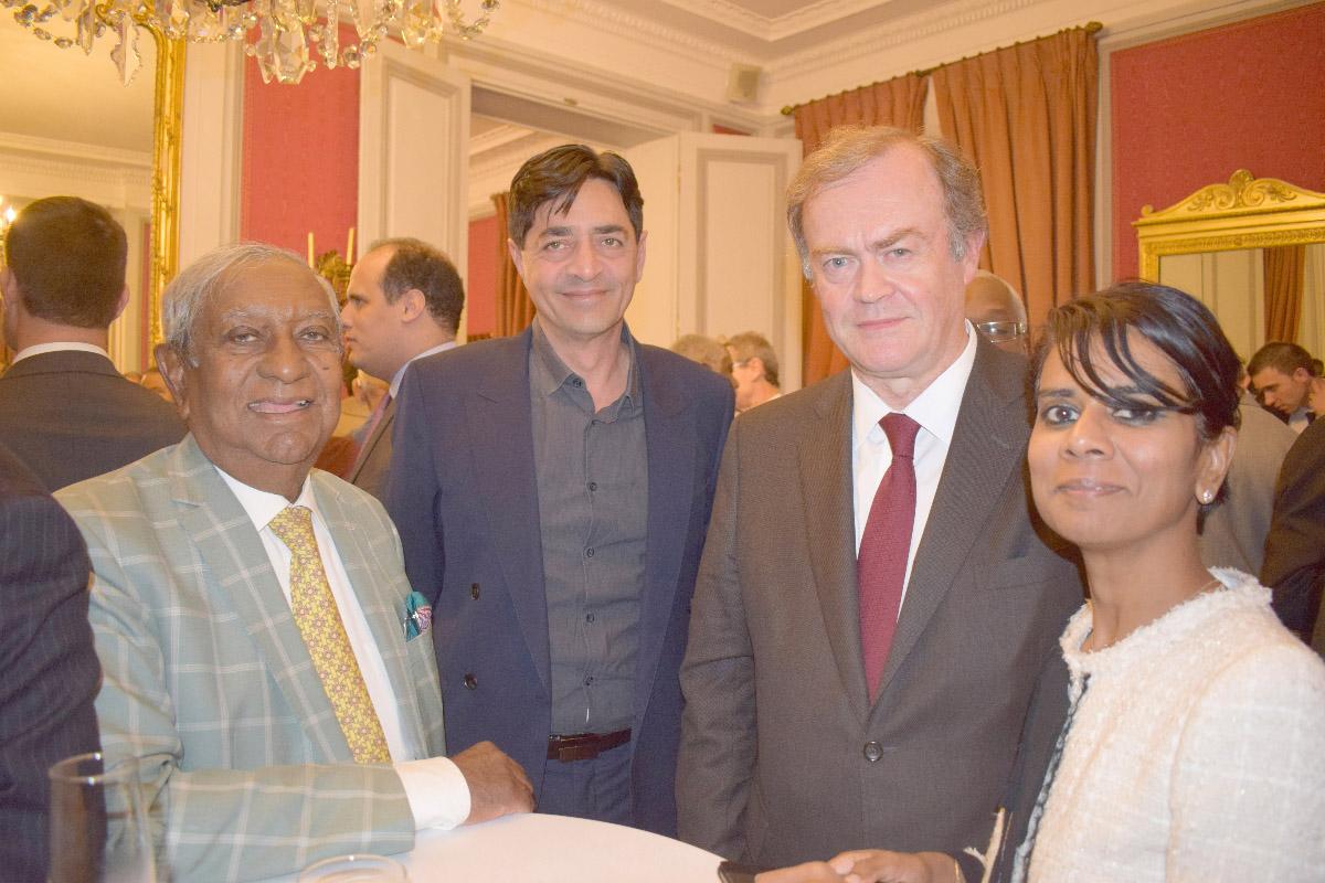 Jean-Paul Virapoullé, maire de Saint-André, Bachil Vally, maire de l'Entre-Deux, AmaurydeSaint-Quentin, et Marie-Christine Ponamalé