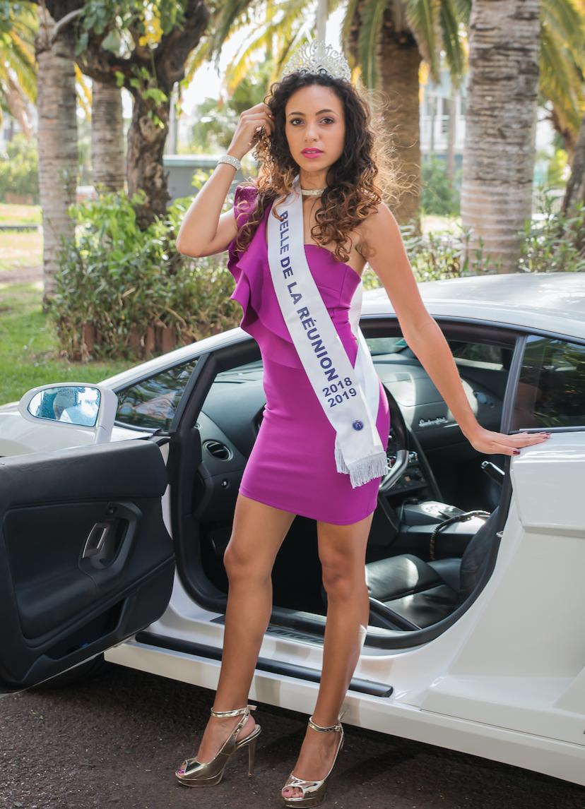 La jolie Adélaïde a 19 ans, mesure 1,63m, et fait des études de tourisme