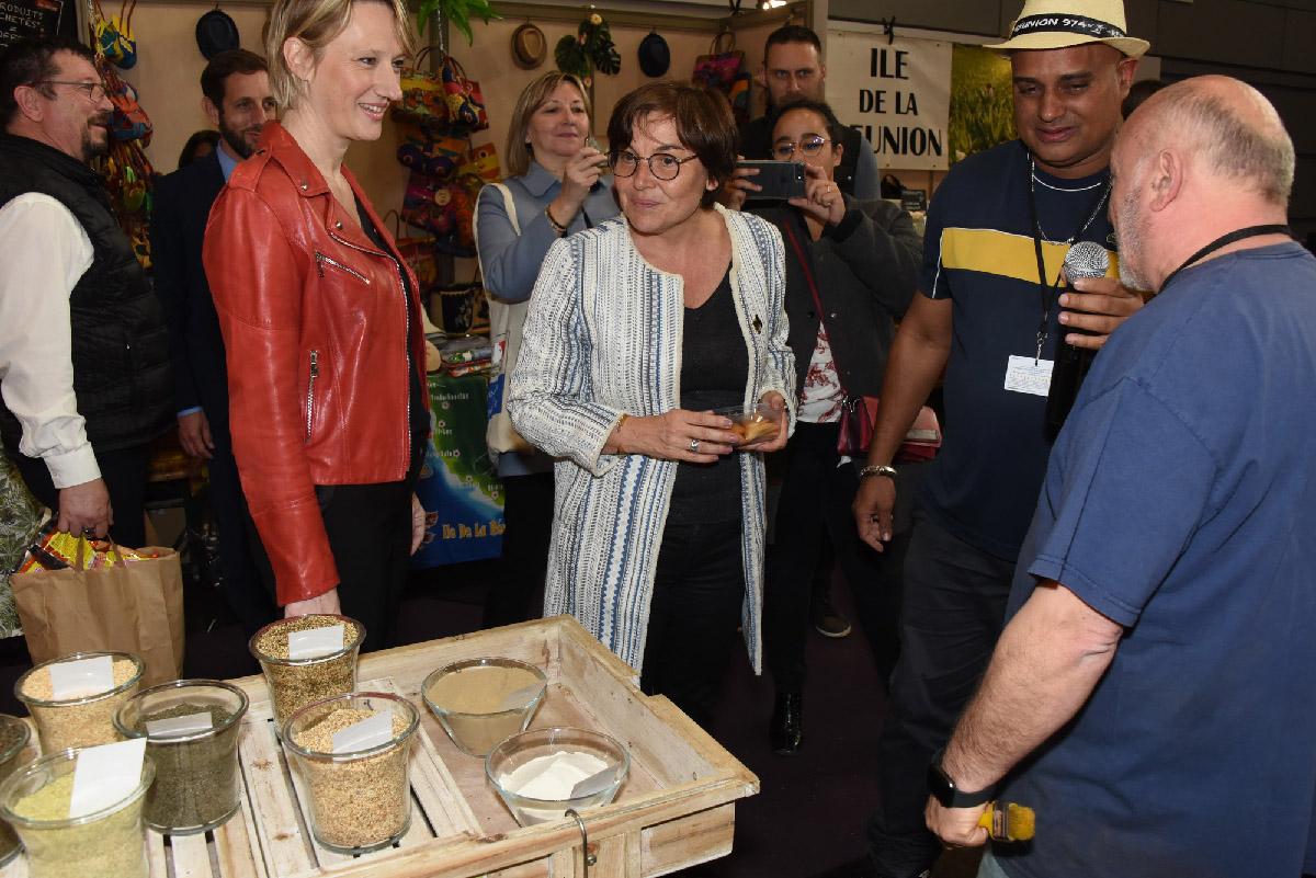 En compagnie de Carine Préterre, directrice de Foire de Paris, sur le stand réunionnais des épices, Un ti' marché