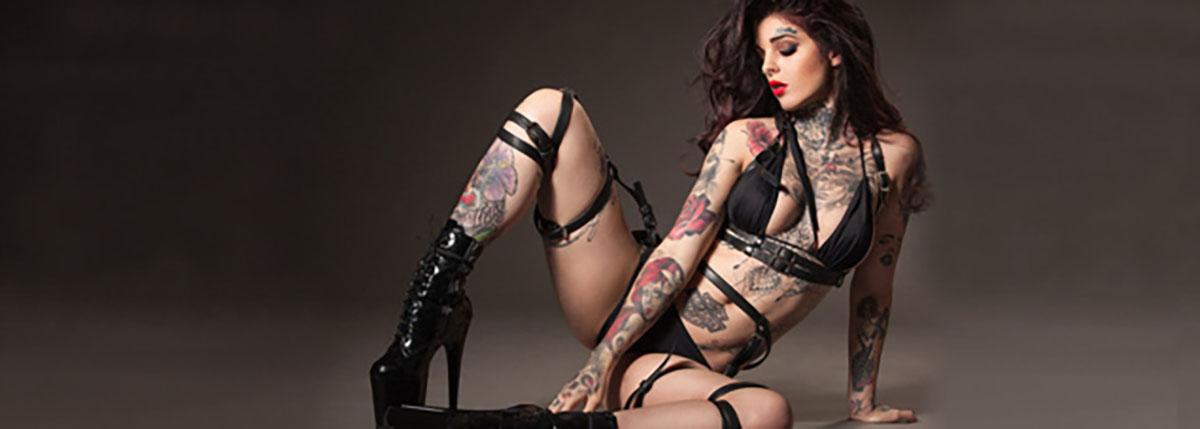 Mia Dolls, la Réunionnaise: modèle sexy et tatouée à 80%!