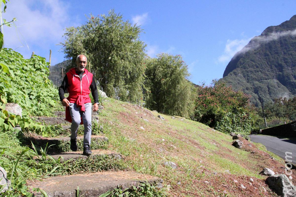 Philippe Moutoussamy, l'ancien champion de course à pied de Salazie, en mode accompagnateur
